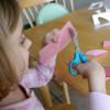 Учимся резать ножницами