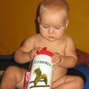 Несколько малышовых игрушек из пластиковых баночек и бутылочек