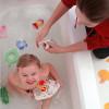 Ребёнок в ванной: маленькие хитрости