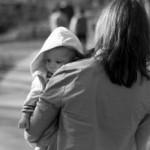 Как водить старших детей на развивающие занятия в детские центры и тренировки, когда есть малыш?