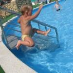 Если вы собрались учить ребёнка плавать…