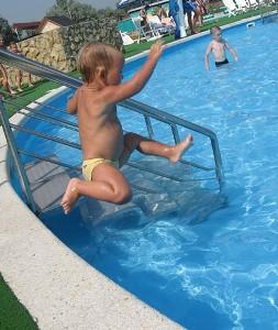 Если вы собрались учить ребёнка плавать...