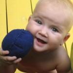 Тряпочные мячики — универсальная развивающая игрушка