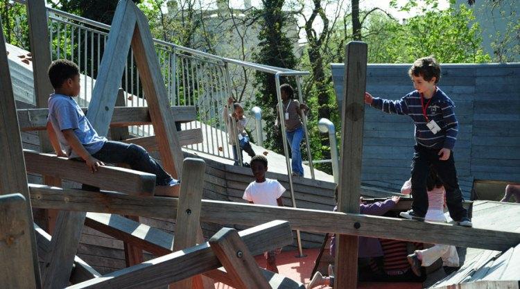 Детские площадки со всего мира. Часть 10. Площадка в Париже