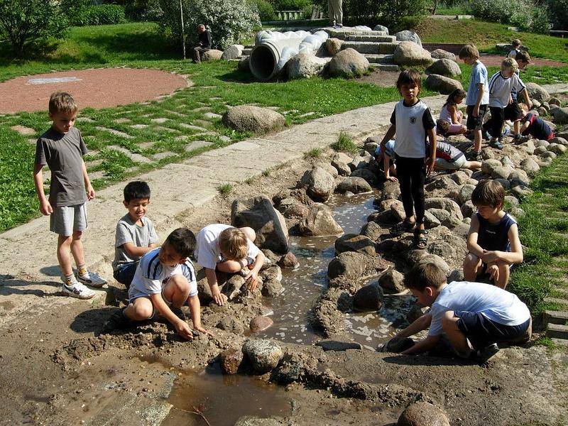 Ребёнок играющий: городские исследования детского счастья